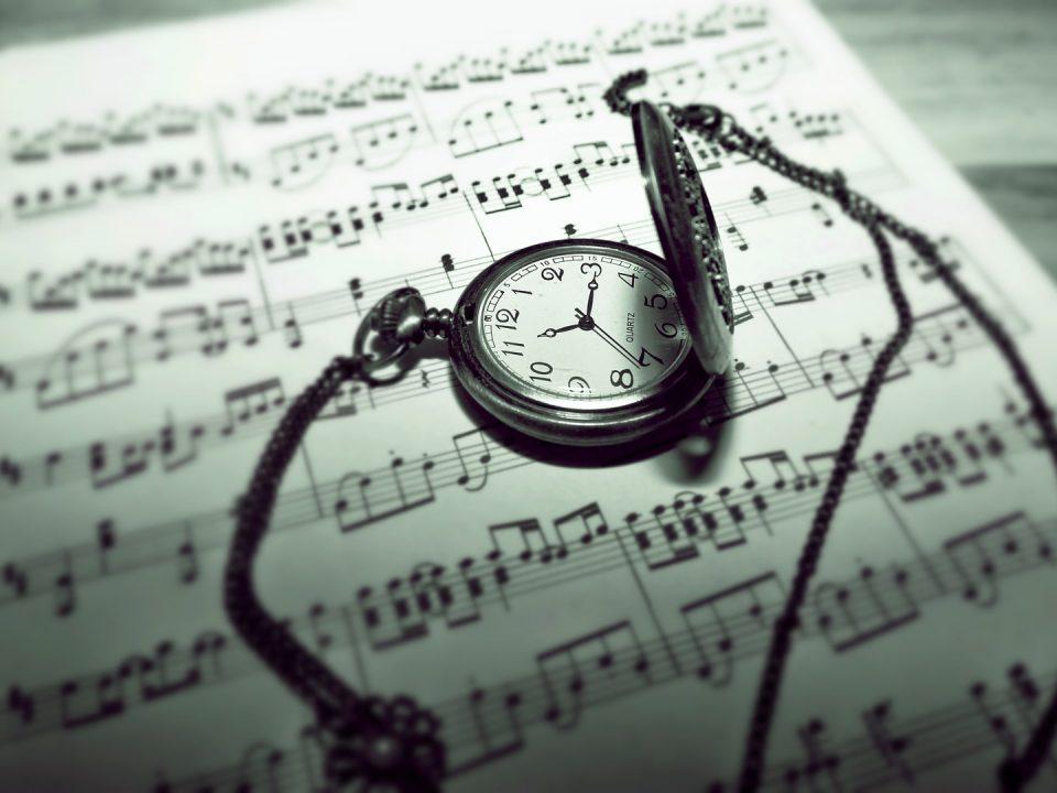 music-sheet-w stop watch